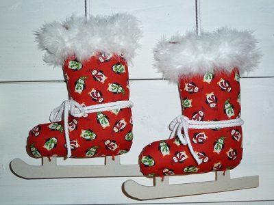 Zelfmaak pakketje schaatsen van kerststof.