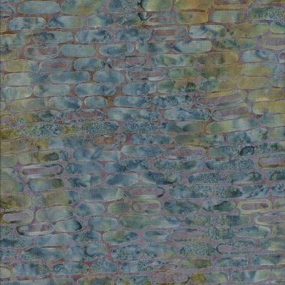 Batik stof lavendelkleur ondergrond met blauwgrijze steenmotief.