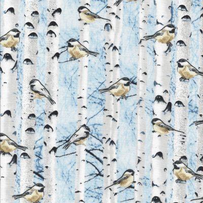 Vogeltje in de bomen met licht blauwe achtergrond